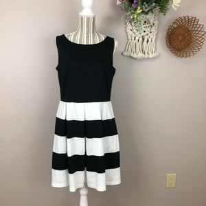Tiana B size 14 dress black white striped pockets